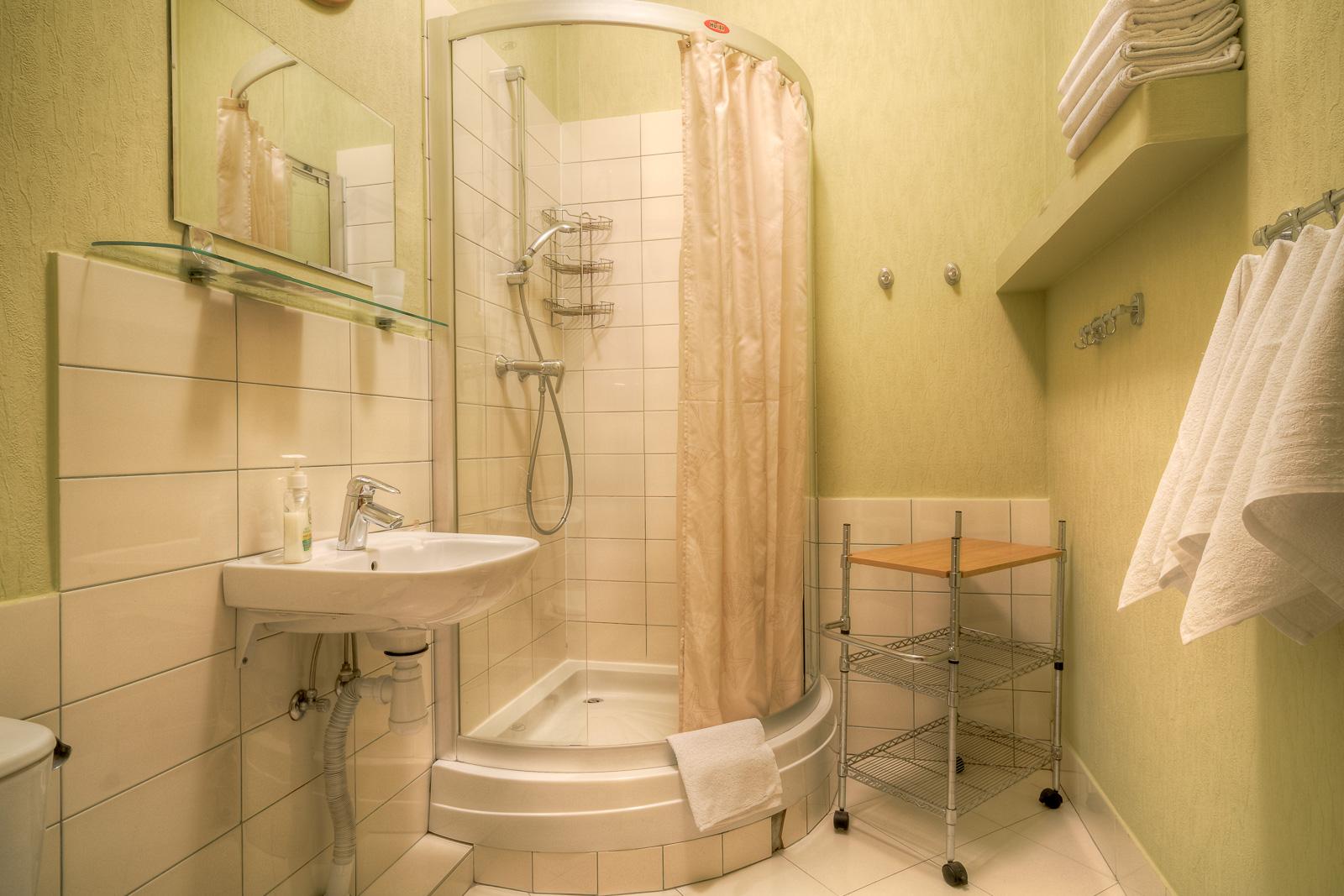 http://city-otel.ru/wp-content/uploads/2018/03/hotel_sity_lux3_4.jpg